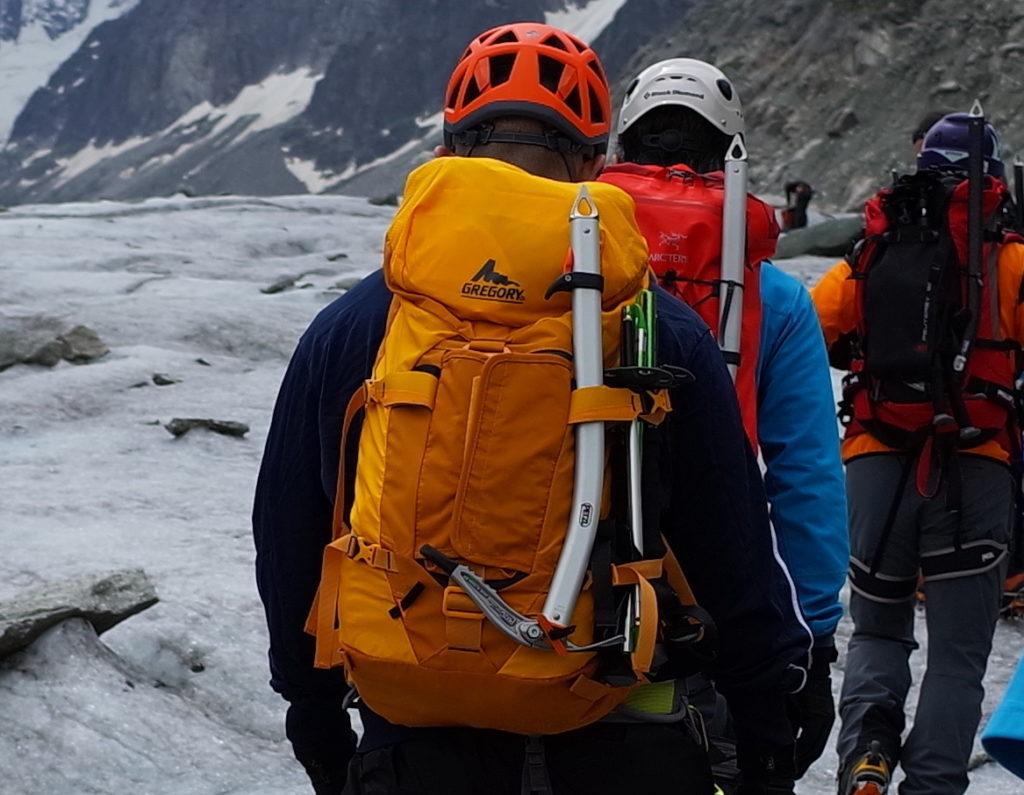 【レビュー】GREGORY(グレゴリー)ALPINISTO 35はおすすめ雪山ザック。アイゼン用のポケットがいい!
